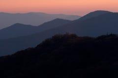 Montagnes abstraites de coucher du soleil Images stock