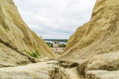 Montagnes arénacées sans vie de roche Photos libres de droits