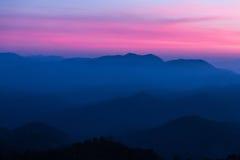 Montagnes au coucher du soleil Image libre de droits