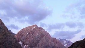 Montagnes au coucher du soleil Panorama Laps de temps Tajiki banque de vidéos