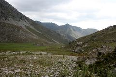Montagnes au Kirghizistan image libre de droits