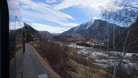 Montagnes autour de bergun, switserland pris du Rhatische Bahn Image stock
