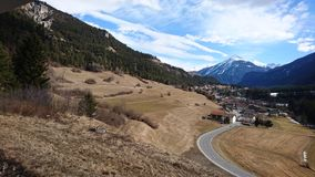 Montagnes autour de bergun, switserland pris du Rhatische Bahn Photos stock