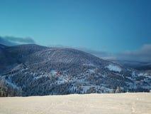 Montagnes avec des cabbins Photos stock