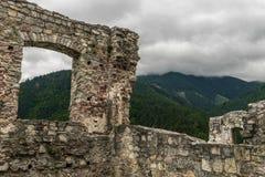 Montagnes avec des ruines Photo stock