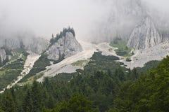 Montagnes avec le regain Images libres de droits