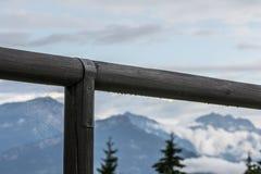 Montagnes avec le Web Image stock