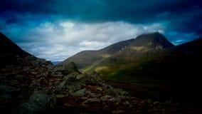 Montagnes avec un signe de bleu photo libre de droits