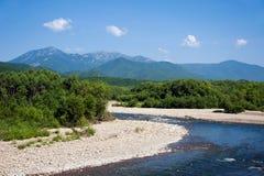 Montagnes Belaya et Lisaya sur l'horizon Photos libres de droits