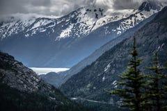 Montagnes blanches de passage en Colombie-Britannique Image stock