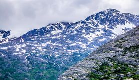 Montagnes blanches de passage en Colombie-Britannique Photographie stock libre de droits