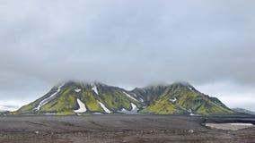 Montagnes brumeuses, réserve naturelle de Fjallabak, Islande Image stock