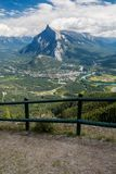 Montagnes canadiennes, nuages Photos stock
