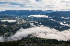 Montagnes canadiennes, nuages Photographie stock