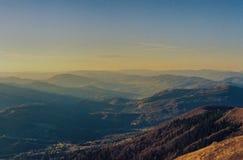 Montagnes carpathiennes images stock