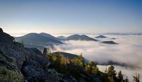 Montagnes carpathiennes de matin en Ukraine occidentale Images libres de droits