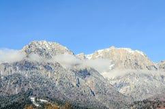 Montagnes carpathiennes roumaines, chaîne de Bucegi avec des nuages Images libres de droits
