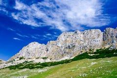 Montagnes carpathiennes, Roumanie Photo libre de droits