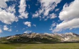 Montagnes chez Campo Imperatore Photo stock