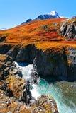 Montagnes, chute, rivière Images libres de droits