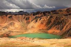 Montagnes colorées dans les Andes péruviens Photo stock