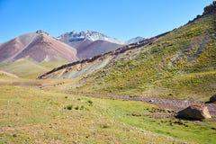 Montagnes colorées en vallée de Kichik-Alai Photo libre de droits
