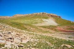 Montagnes colorées en vallée de Kichik-Alai Photographie stock libre de droits
