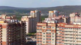 Montagnes complexes de demeure et ciel de vue aérienne banque de vidéos