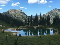 montagnes corses de montagne de lac de laque du creno de France de la Corse Photos stock