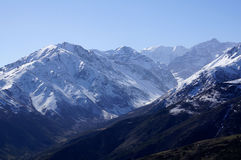 Montagnes couronnées de neige au Chili Photo stock