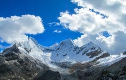 Montagnes couronnées de neige de Huascaran, Pérou Image libre de droits