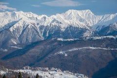Montagnes couvertes de paysage de snowcaps de neige Photo libre de droits