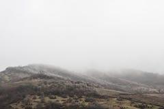 Montagnes couvertes de première neige georgia Image libre de droits