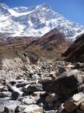 Montagnes couvertes par neige dans le paysage de l'Himalaya Photos libres de droits