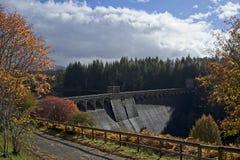 Montagnes d'écossais de barrage de Laggan photos stock