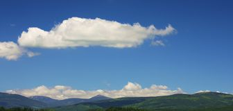 Montagnes d'été panoramatic Photographie stock libre de droits
