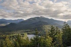 Montagnes d'Adirondack et lac heart Images stock