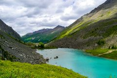 Montagnes d'Altai l'endroit le plus bel au monde photographie stock