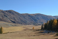 Montagnes d'Altai, roches, ciel Image stock
