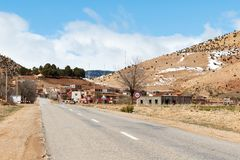 Montagnes d'atlas au Maroc avec du temps de neige au printemps autour de Pâques photographie stock libre de droits