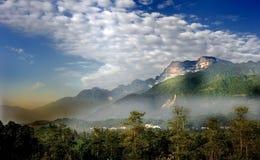 Montagnes d'Emei Photos stock