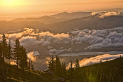 montagnes d'horizontal photos libres de droits
