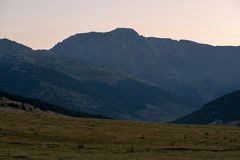 Montagnes dans Baqueira en été, Valle de Aran photographie stock