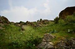 Montagnes dans Kadamzhay, Kirghizistan Photos stock