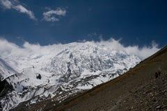 Montagnes dans la neige Photographie stock libre de droits