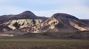 Montagnes dans le désert de Death Valley, la Californie Photos stock