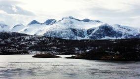 Montagnes dans le fjord de Troms Images libres de droits