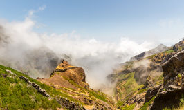 Montagnes dans le paysage de nuages Image libre de droits