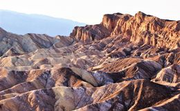 Montagnes de érosion Impassible de Death Valley images libres de droits