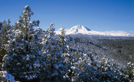 Montagnes de cascade en hiver Photo stock
